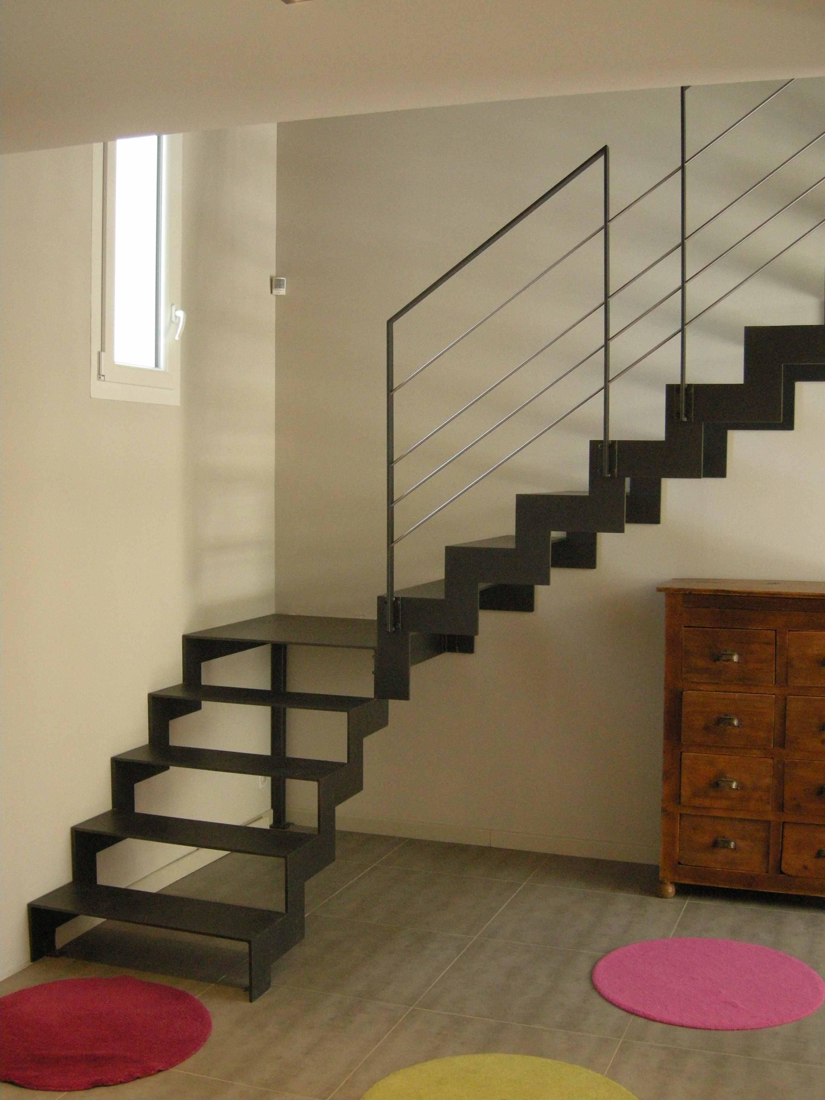 escalier tournant métal région lyonnaise