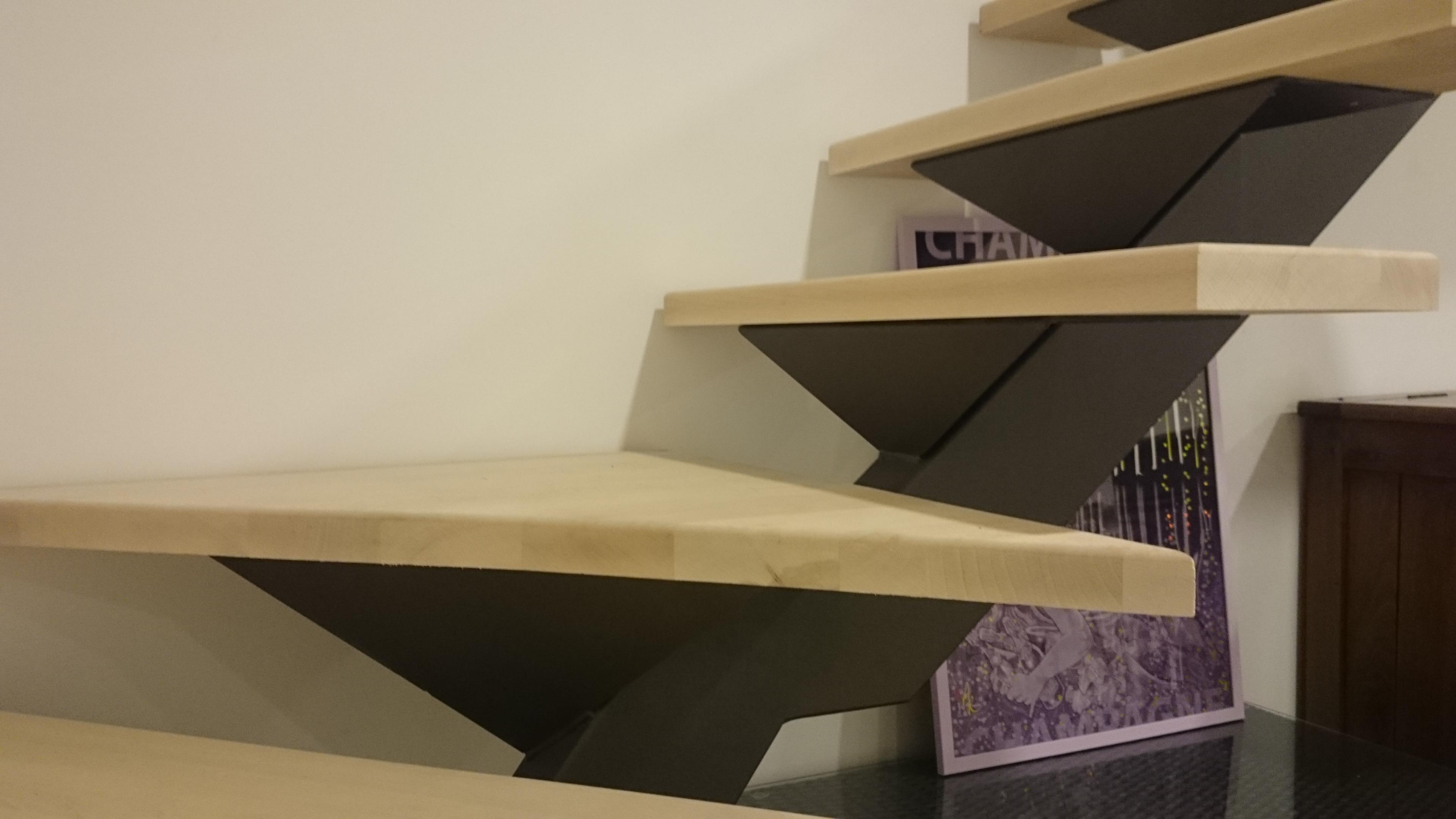 finitions escalier métal